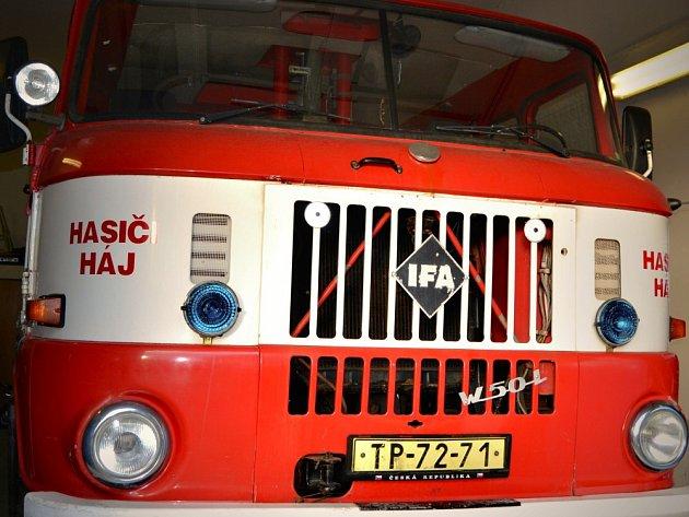 Dobráci z Háje drží rekord v počtu lidí zapojených do požárního útoku