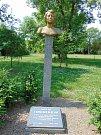 Pomník Herty Lindnerové v Krupce.