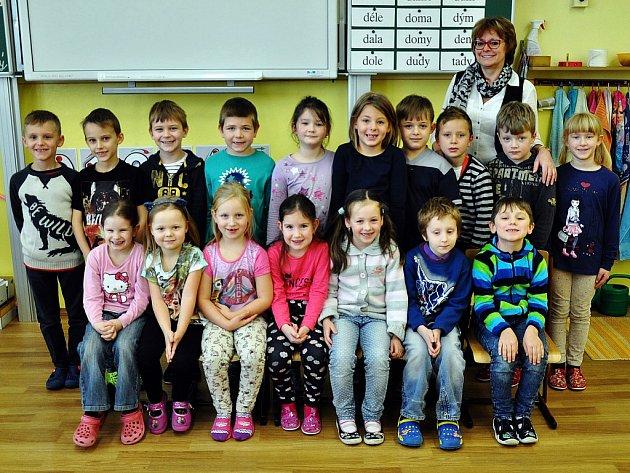 Na fotografii jsou žáci ze ZŠ Koperníkova vTeplicích, 1.Atřída paní učitelky Aleny Štemberové