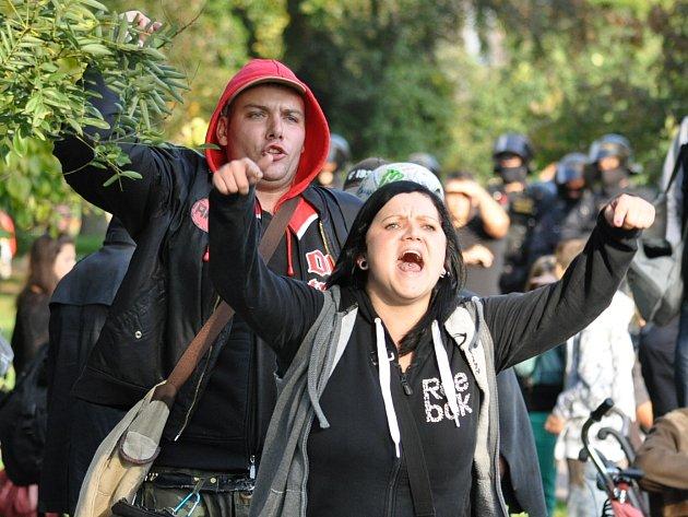 Demonstrace všanovském parku, DSSS proti místním extremistům.