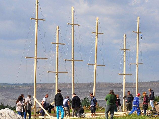 Dobrovolníci postavili na Liptické vyhlídce v Duchcově fiktivní přístav
