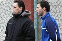 Fotbalisté Soběchleb pokazili výhrou Františku Schrenkovi (vlevo) náladu.
