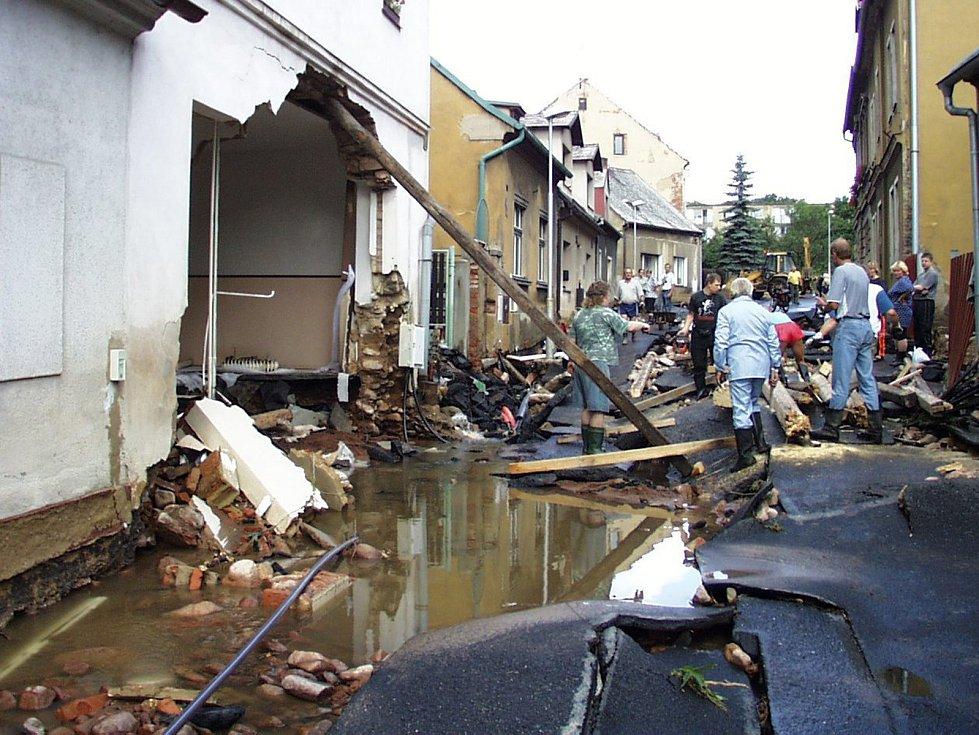 Povodně v Dubí v roce 2002.
