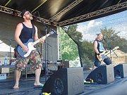 Druhý ročník festivalu Rock u rybníka v Proboštově navštívila zhruba tisícovka lidí.