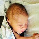 Antonín Tomík se narodil Haně Zrostlíkové z Teplic 14. října v teplické porodnici v 17,30 hodin. Měřil 48 cm, vážil 2,75 kg