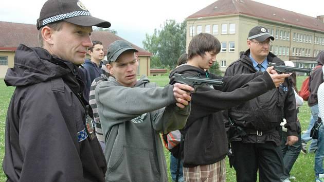 Městská policie Teplice u školáků v Bystřanech