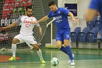 Mělnický Radek Hrdý byl hlavní postavou cenného vítězství 3:2 nad Teplicemi. Dva góly dal a další připravil Kalabisovi.