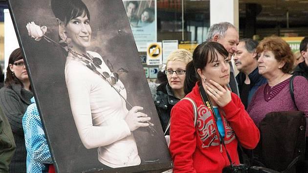 Putovní výstava fotografií Pavly Hodkové, pořádaná v rámci projektu Rakovina věc veřejná, dorazila do Teplic.