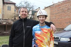 Adam Šíp, vyznavač požárního sportu z Duchcova. Se svým tatínkem