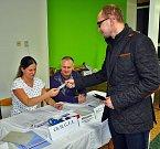 Volební sobota v teplickém okrsku 36 v ZŠ Koperníkova
