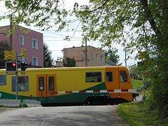 Železniční přejezd ve Lbíně.