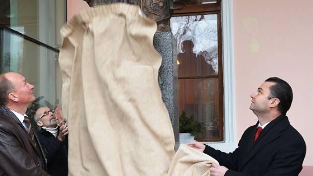Odhalení sochy se ujali její dárce A. S. Čižik , autor díla národní umělec Ruské federace V. A. Surovcev a generální ředitel lázní Radek Popovič.