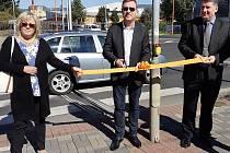 Křižovatka Masarykova – Okružní v Teplicích má lepší osvětlení, než které tam doposud poskytovaly stávající uliční světla. Změna nasvícení dvou frekventovaných přechodů před budovou ředitelství teplické policie stála 465 tisíc korun.