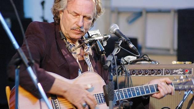 Bluesový festival v Bílině. Na snímku Hans Theessink z Holandska.
