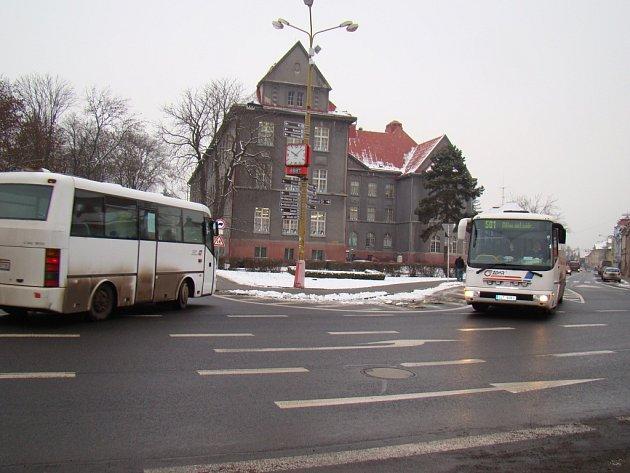 Frekventovaná křižovatka Osecká – Teplická - Masarykova – Horská v Duchcově.