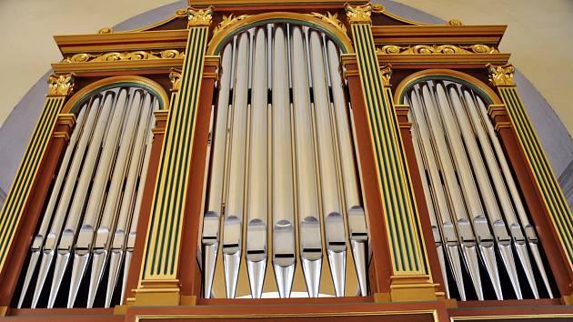 Oprava varhan v kostele sv. Petra a Pavla v Jeníkově probíhala v několika etapách skoro čtyři roky a vyšla na zhruba 800 tisíc korun.