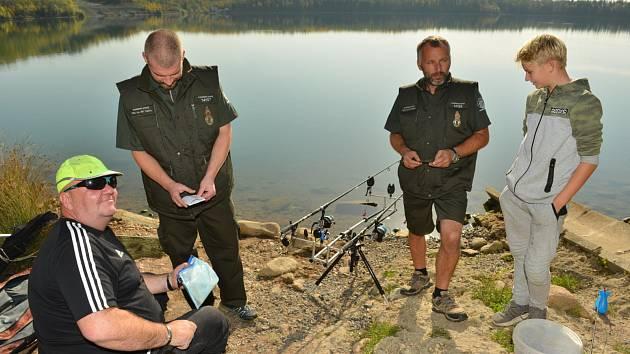 Rybářská stráž v Teplicích získala nové ošacení.