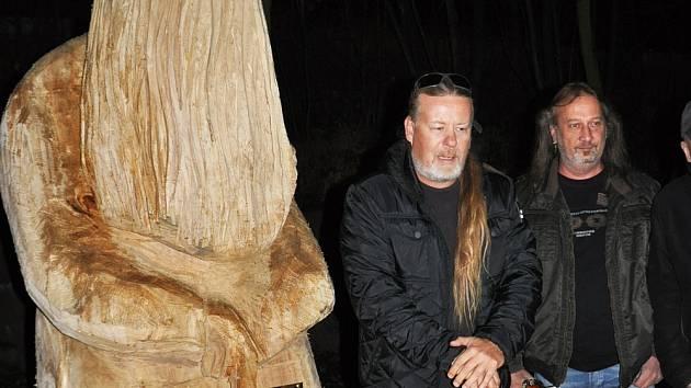 Milan Špalek má v Zámecké zahradě sochu - Teplický deník 1c58c3b3cc2