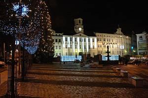 Zdobení a rozsvěcování vánočních stromečků