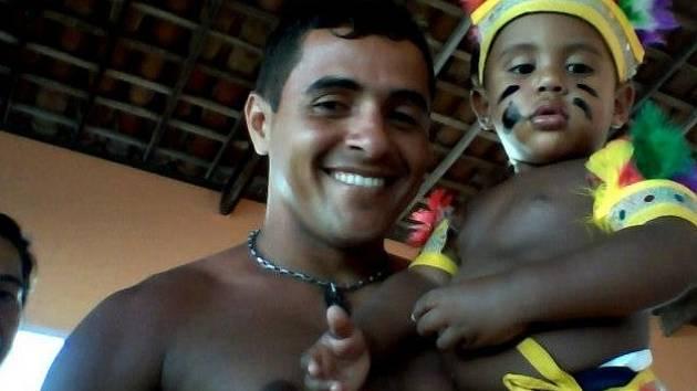 THIAGO LUCENA se svým synem Mykaelem.