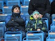 Fanoušci FK Teplice v hledišti Stínadel při zápase se Zlínem