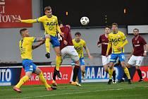 Robert Jukl (ve výskoku) dal na Spartě svůj první ligový gól.