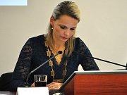 Z ustavujícího zastupitelstva v Bílině, starostka Zuzana Schwarz Bařtipánová.