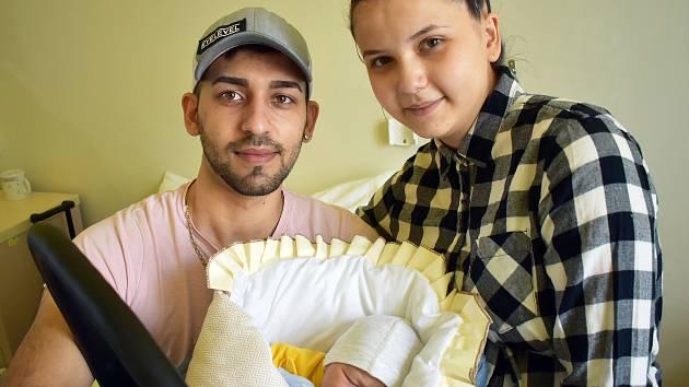 Jan Novák se narodil Lence Novákové zÚstí nad Labem 27.června v23,51 hodin v teplické porodnici. Měřil 47 cm, vážil 2,95 kg.