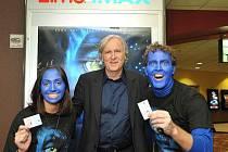 Tvůrce filmu Avatar James Cameron (uprostřed)