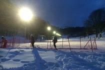 Večerní lyžování v areálu SC Bouřňák.
