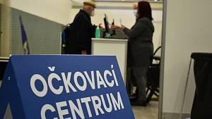 Očkovací centrum v Teplicích, ve sportovní aréně na Stínadlech.