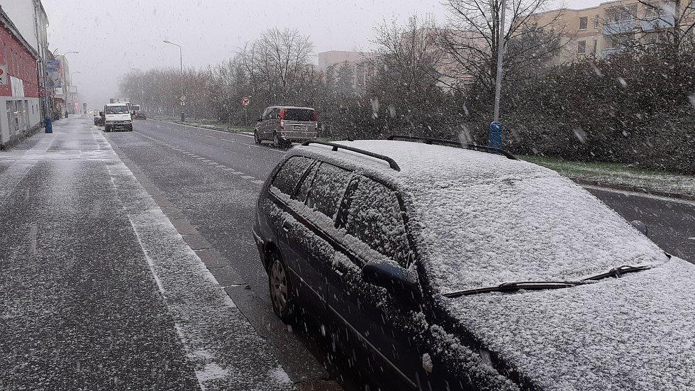 Sníh v Teplicích (úterý 6. dubna, 9.00).