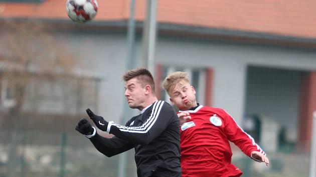 Srbice porazily Ledvice (černé dresy)