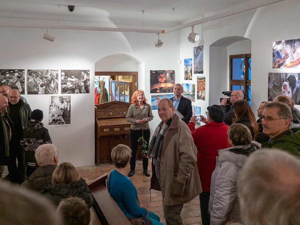 Dlouholetý fotograf Deníku Miroslav Rada otevřel další svou výstavu v infocentru u kláštera v Oseku.