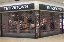 V nákupním centru Fontána v Teplicích zůstala část obchodů zavřena, otevřely jen některé.