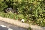 Při nehodě v Soběchlebech skončil tahač ve škarpě.