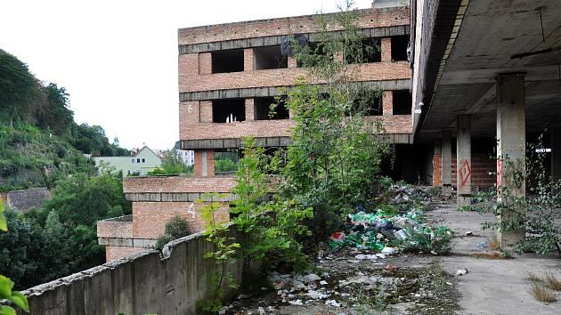 Ruina v Mlýnské ulici, ve které se bezdomovci zabydleli