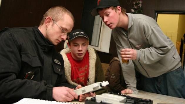 Policisté v Dubí kontrolovali alkohol u mládeže.