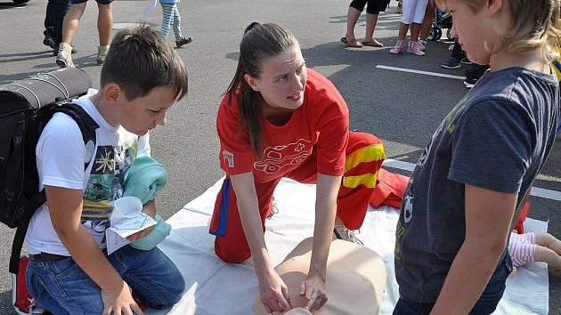 Akce DDM Teplice na parkovišti u McDonaldu v Teplicích, malý den prevence.
