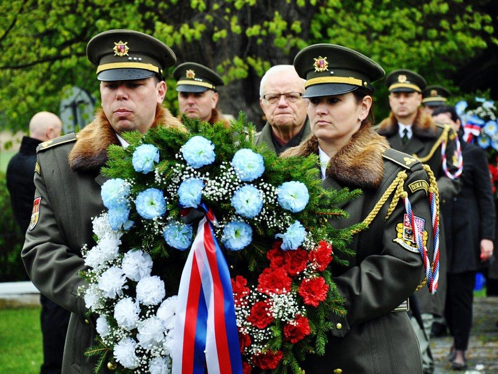 U památníku Na Prokopce uctili památku obětí války.
