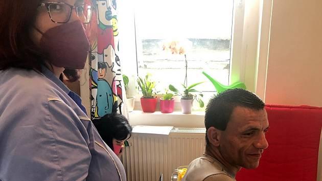 Očkování bezdomovců v Teplicích.