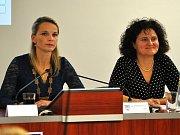 Z ustavujícího zastupitelstva v Bílině, vlevo starostka Zuzana Schwarz Bařtipánová, vpravo místostarostka Marcela Dvořáková.