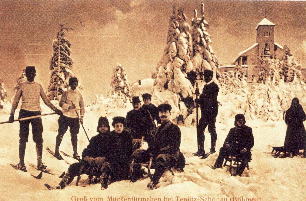 Zima v Krušných horách na archivních pohledech a fotografiích. Komáří vížka okolo roku 1910.