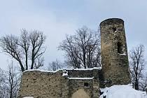 Hrad Sukoslav se tyčí nad obcí Kostomlaty pod Milešovkou na Teplicku.