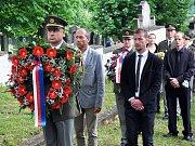 Pietní akt k uctění památky francouzských vojáků, kteří zahynuli za druhé světové války v zajateckých táborech na Teplicku, se konal na hřbitově v Bystřanech.