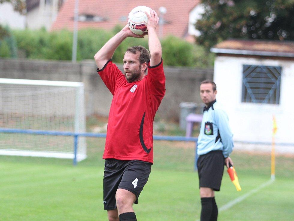 Trnovany (v červeném) dostaly v Proboštově osm gólů.