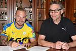 Jakub Hora a ředitel FK Teplice Petr Hynek