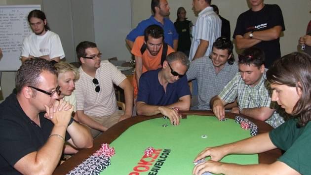 Turnaj v pokeru se konal v Pardubicích. Teplický tým skončil na druhém místě.