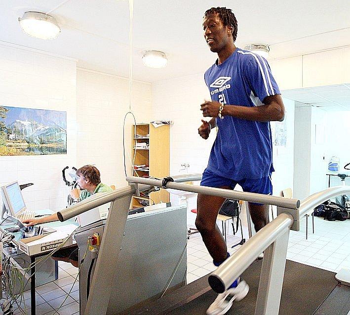 Afričan Thiam při testech na prvním srazu fotbalistů Teplic.