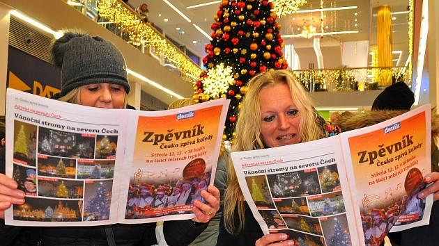 Česko zpívá koledy v obchodním centru Galerie v Teplicích.